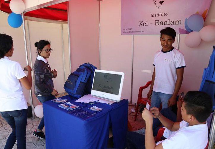 Participan en el evento las preparatorias Andrés Quintana Roo y Xel-Baalam, entre otras escuelas. (Jesús Tijerina/SIPSE)