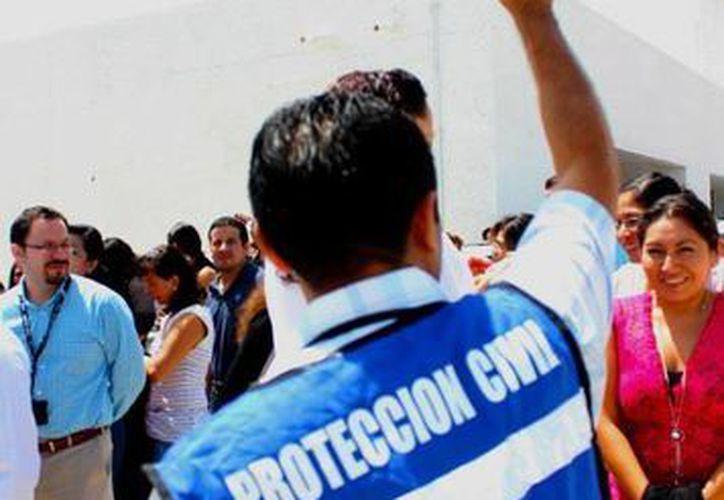 Reconocen labor de rescatistas yucatecos. (Facebook Protección Civil Yucatán)