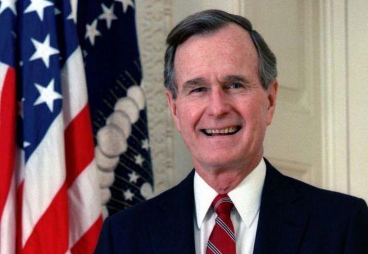 Varias mujeres acusan de acoso al ex presidente de los Estados Unidos, George H.W. Bush. (El Mundo).