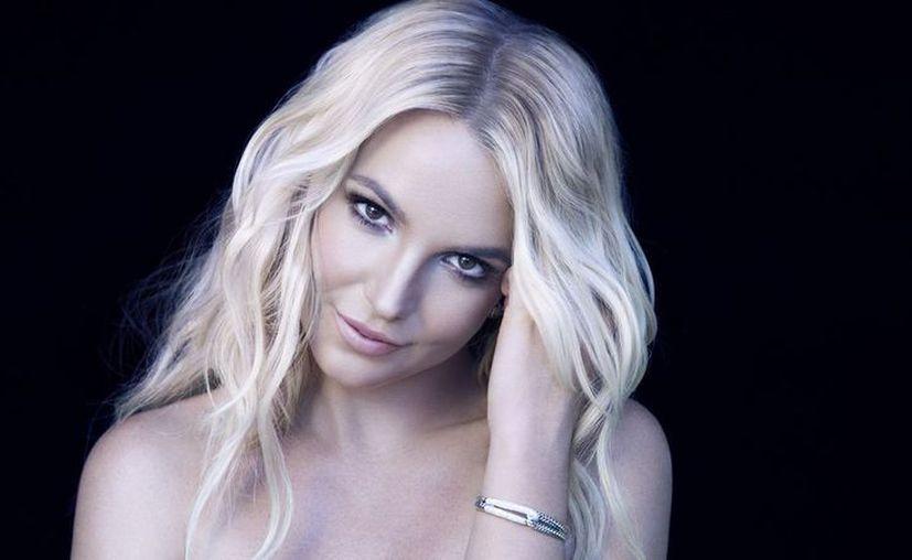 Spears estaba terminando de cantar el tema You Drive Me Crazy cuando una persona del público se subió al escenario. (Foto: Contexto/Internet)
