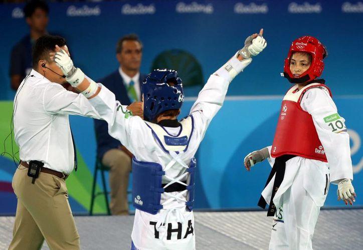 La mexicana Itzel Manjarrez acarició el bronce al perder ante la tailandesa Panipak Wongpattanakit, este miércoles en Río. (Notimex)