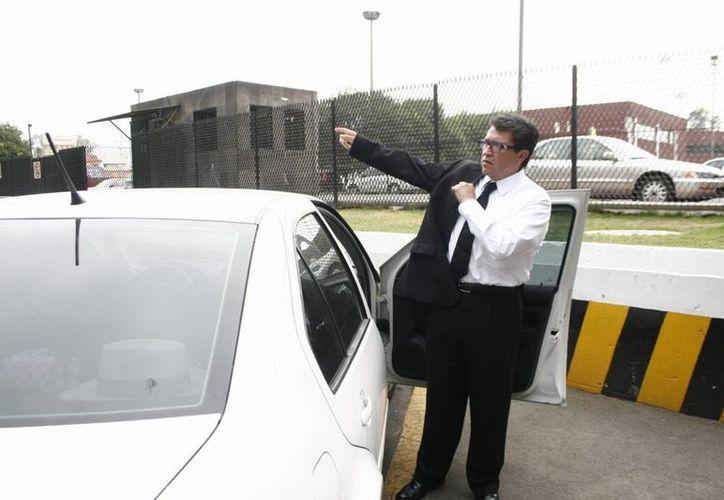 Llegó Ricardo Monreal a San Lázaro sin guardaespaldas y en su auto particular. (Notimex)