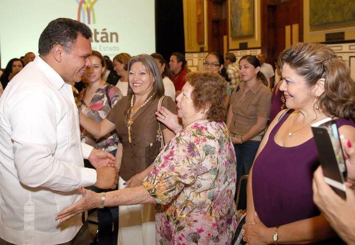 Mujeres destacadas en diversos rubros acompañaron a Zapata Bello en el aniversario del Sufragio Femenino en México. (Milenio Novedades)
