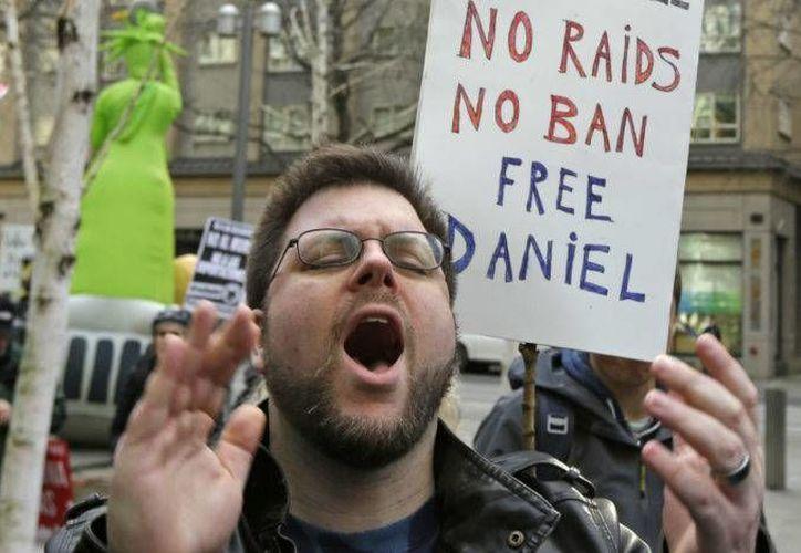 Daniel Ramírez fue detenido en EU, el pasado 10 de febrero por agentes de inmigración. En la foto se puede ver la protesta a favor de la liberación del mexicano.(Archivo/AP)
