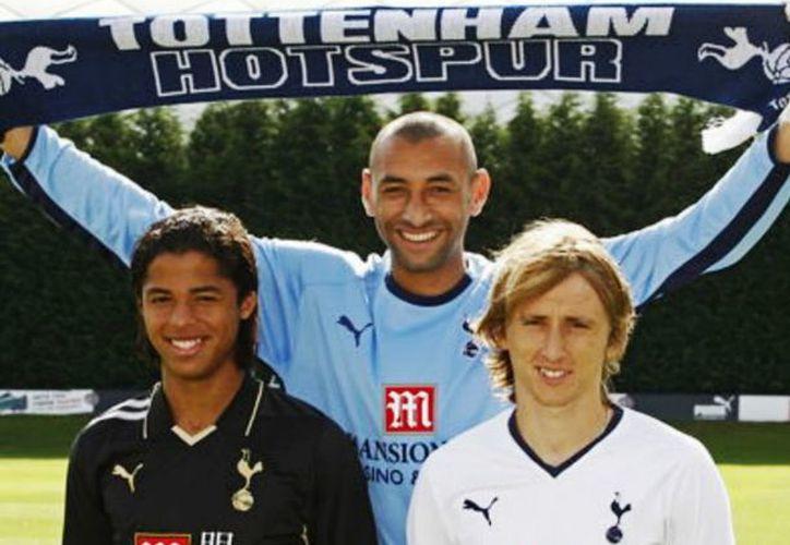 Luka Modric y Gio dos Santos no solo llegaron a jugar juntos en el Tottenham sino que debutaron el mismo día (Foto: Twitter @Invictos)