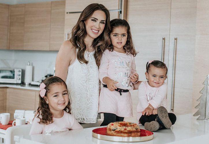 Jacqueline Bracamontes y sus hijitas se preparan para celebrar por todo lo alto. (Contexto)