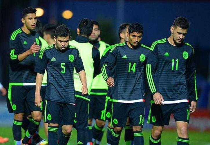 Sin esperanzas. Así salieron los mexicanos del terreno de juego al caer 3-1 ante su similar de Francia. (Mexsport)