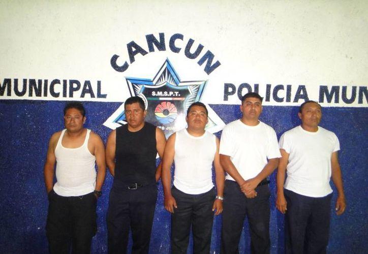 Los cinco elementos fueron dados de baja de la corporación policial. (Cortesía/SIPSE)
