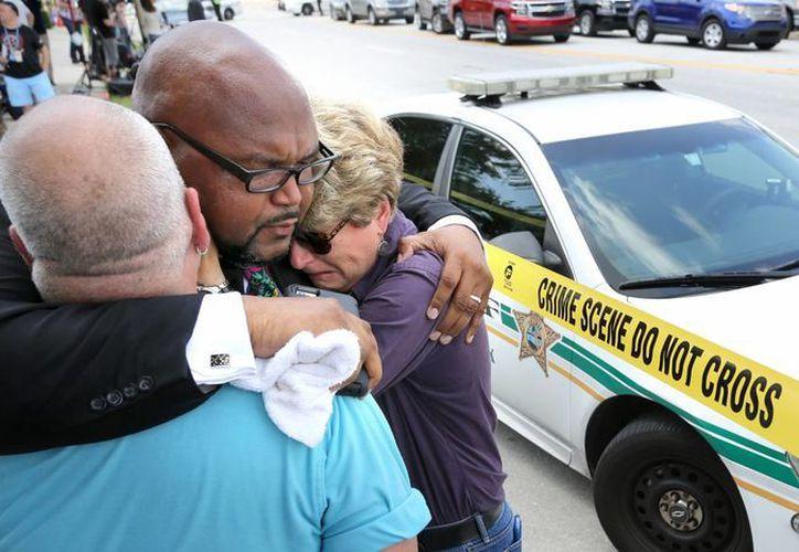 El Presidente de México y la Secretaría de Relaciones Exteriores condenaron los hechos de violencia que dejaron decenas de muertos en un bar gay de Orlando, Florida. (AP)