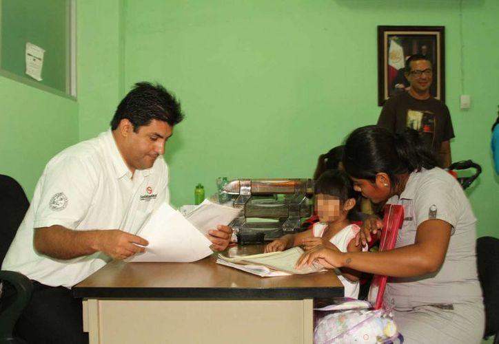 Las madres de familia que solicitan el seguro de vida subsidiado, únicamente tienen que pagar 100 pesos para obtenerlo.  (Redacción/SIPSE)