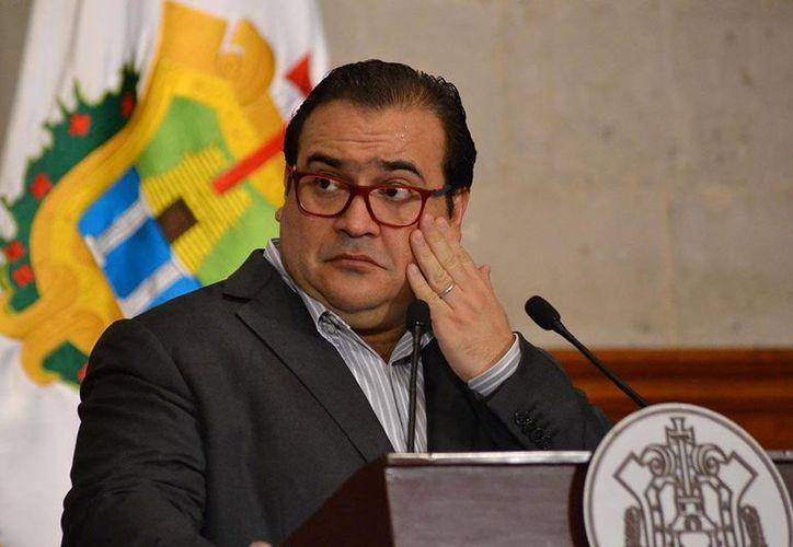 El gobernador de Veracruz, Javier Duarte, es investigado junto con otros cuatro mandatarios locales. (plumaslibres.com.mx)