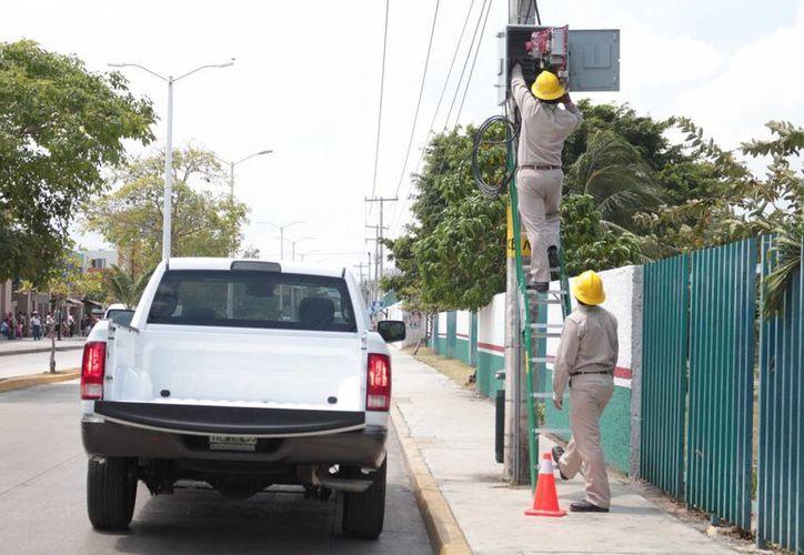 La demanda de electricidad en la zona turística de Playa de Carmen ha rebasado la capacidad de la infraestructura eléctrica. (Adrián Barreto/SIPSE)