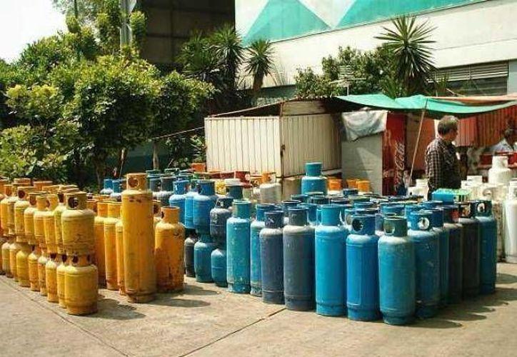 En dos años se han repuesto dos millones de cilindros y reemplazado mil cien vehículos distribuidores de gas LP en México. (SIPSE/Foto de archivo)