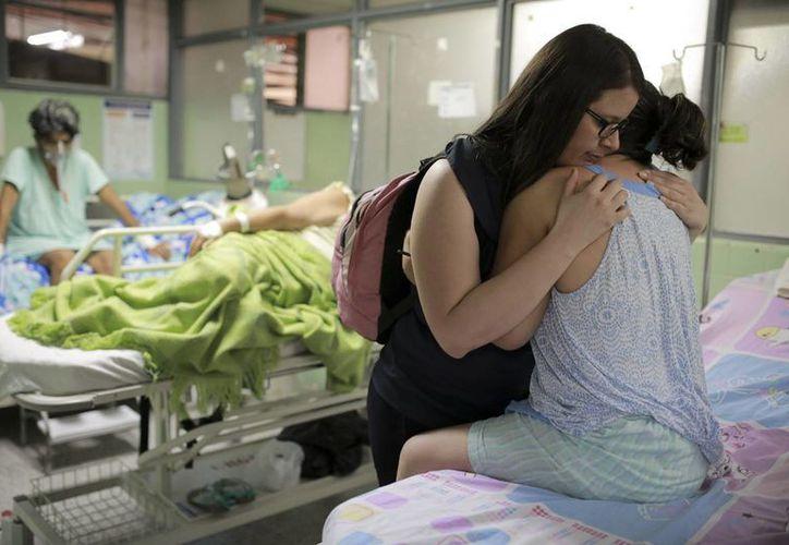 Ante la crisis del sistema de salud y la escasez de medicamentos,  Venezuela es vulnerable ante el zika. (AP)