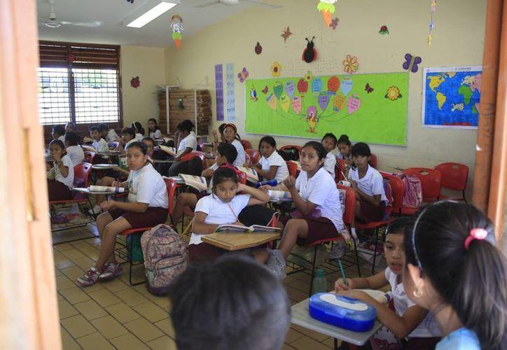 El Ayuntamiento lleva charlas a escuelas para prevenir la violencia en el hogar. (Paloma Wong/SIPSE)