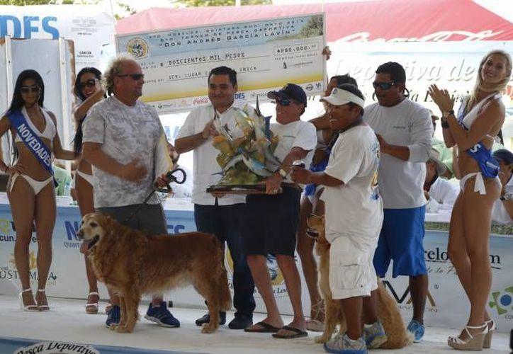 Maestros de la SNTE disfrutarán de una segunda edición de su torneo de pesca. En la foto, Brad Wright, reciente bicampeón del torneo de pesca 'Don Andrés García Lavín'. (SIPSE)