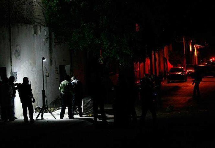 Los homicidas de David Manríquez Pérez derribaron la puerta de su domicilio para perpetrar el crimen. (Excélsior)