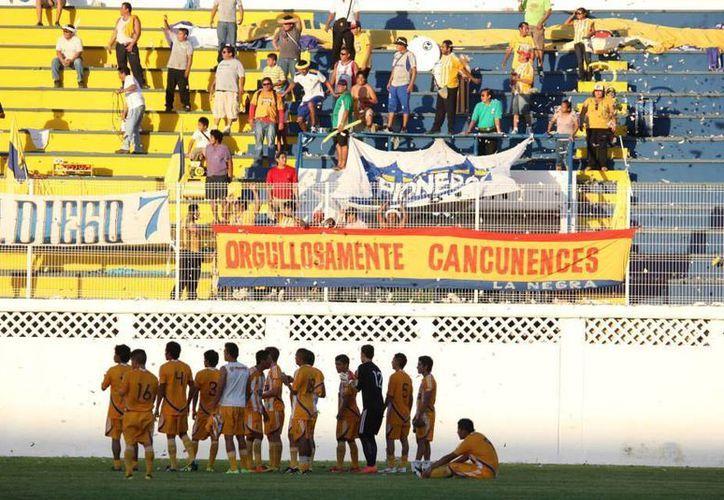 La afición de Cancún ha acompañado a Pioneros en todos sus juegos como local. (Facebook)