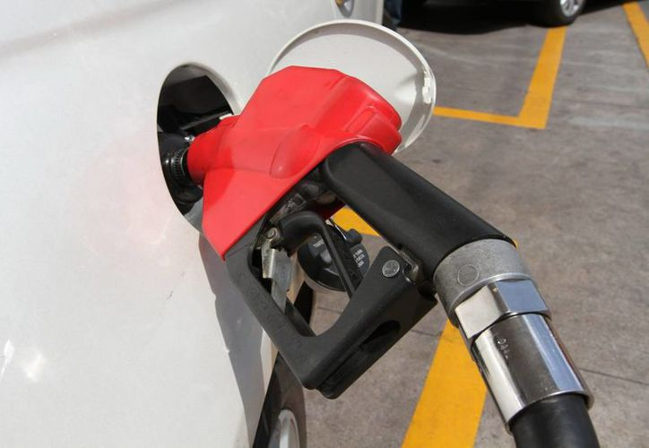A partir de 2015 solo se hará un ajuste al alza de la gasolina en enero. (Foto de contexto de Notimex)