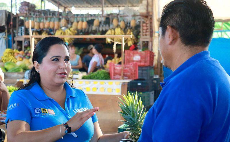 Trabajaré de la mano con Ricardo y la IP para que siga fluyendo inversión, afirmó la candidata Mayuli Martínez.