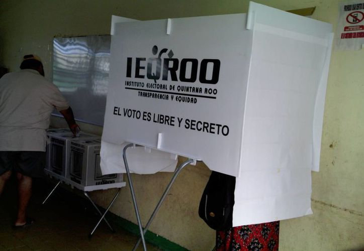 Para que el Instituto Electoral de cualquier entidad haga válida la candidatura de un civil, éste debe contar con el respaldo del 2% de electores de su demarcación, los cuales deben estar en la lista nominal. (María Mauricio/SIPSE)