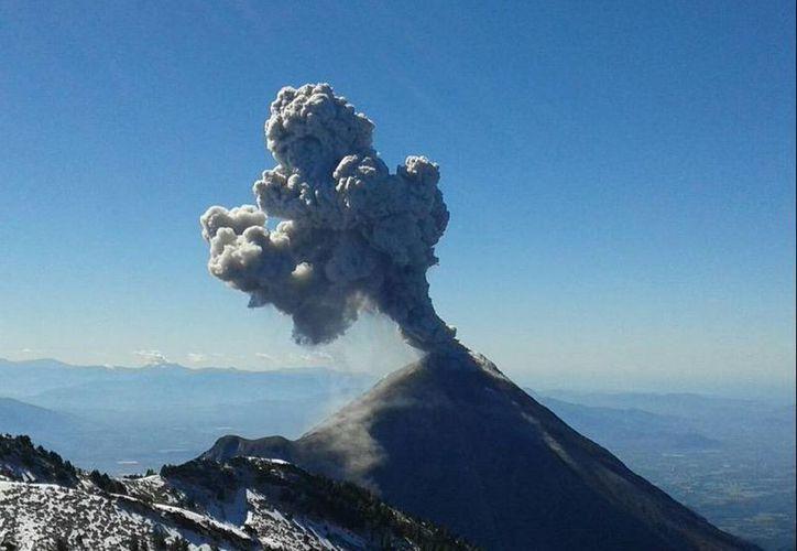 Protección Civil de Jalisco publicó en su cuenta de Twitter una imagen del Volcán de Colima. (twitter.com/PCJalisco)