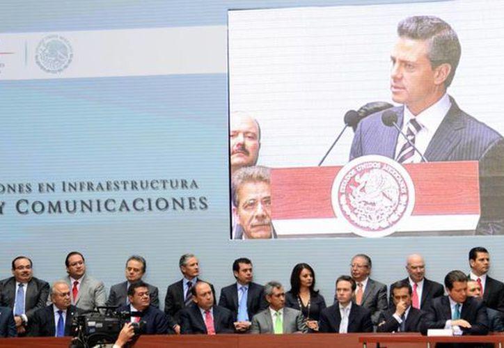 El presidente Enrique Peña Nieto presentó el Programa de Inversiones en Infraestructura  de Transporte y Comunicaciones. (Milenio Novedades)