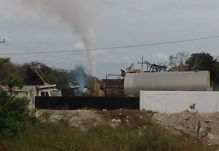 La fábrica pertenece a la empresa Emulsiones Asfálticas de la Bahía. (Foto: Javier Ortiz)