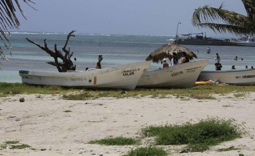 Esperan que esta medida ayude a controlar las acciones ilegales de los pescadores furtivos que operan en la entidad.  (Ángel Castilla/SIPSE)