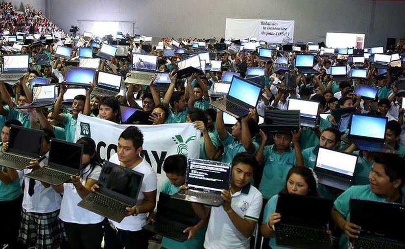 Diputados del Congreso del Estado pidieron a la Segey retomar el programa con el que se entregaba computadoras a estudiantes de nivel básico. (Archivo/Sipse)
