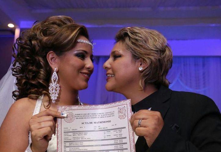 Tras demandara al gobierno de Tamaulipas, Paola y Jessica pudieron contraer matrimonio.(facebook.com/MilenioTamaulipas)