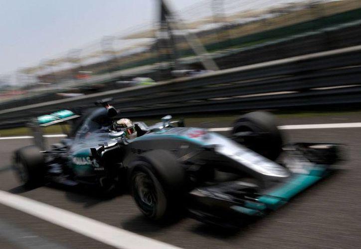 Lewis Hamilton, de Mercedes, fue el más rápido de las pruebas del Gran Premio de China. (AP)
