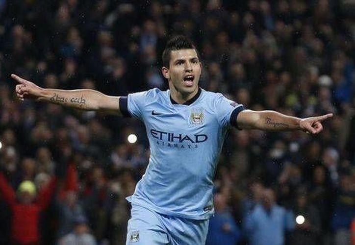 En la foto, Sergio Agüero festejando una de sus anotaciones con Manchester City. (AP)