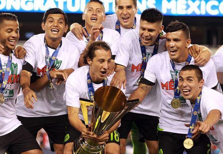 La Selección Mexicana será cabeza de grupo en la Copa América Centenario. El próximo 21 de febrero, en un sorteo, se conocerá a los rivales del Tri. La imagen, de la Copa de Oro 2015, está utiliza solo con fines ilustrativos. (NTX/Archivo)