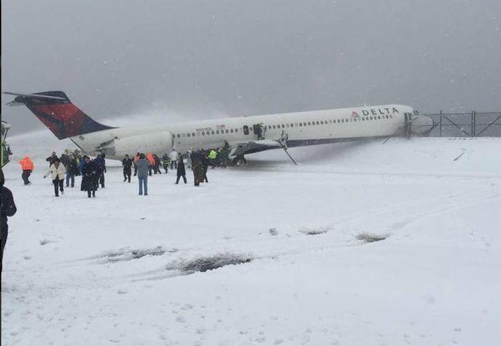 Algunas de los pasajeros publicaron en las redes sociales imágenes del avión. (twitter.com/steveblaze98)