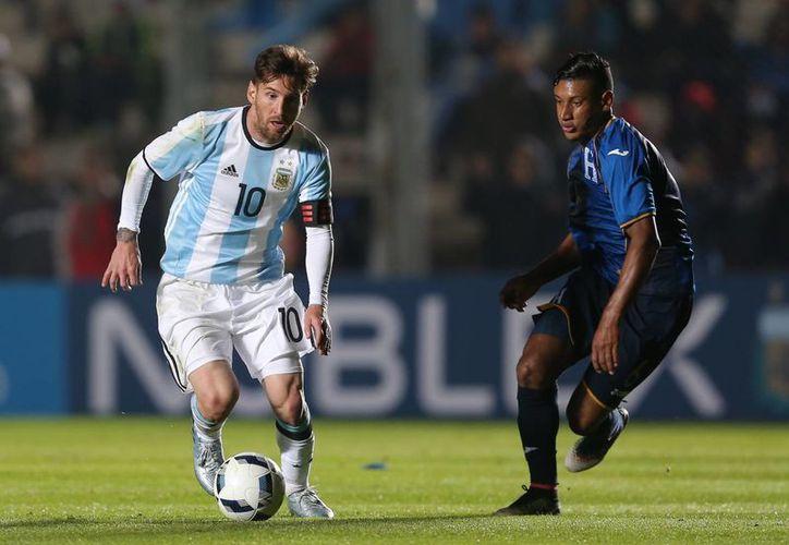 El argentino Lionel Messi, quien en su carrera no ha ganado ningún título importante con Argentina, tratará de obtener la Copa América Centenario. (AP)