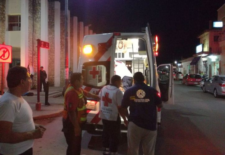 Los estudiantes fueron trasladados al hospital por paramédicos de la Cruz Roja. (José Chi/SIPSE)