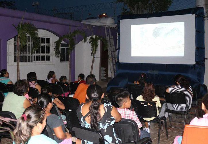El CIAM Cancún realiza su Cinema Aldea, en donde proyecta filmes con mensajes positivos. (Tomás Álvarez/SIPSE)