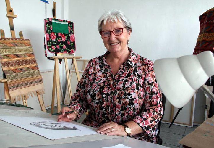 Joanna Van der Gracht de Rosado fundó un grupo de mujeres que apoyan a personas de escasos recursos, otorgan becas y realizan retiros de desarrollo humano para las mismas integrantes. (Milenio Novedades)