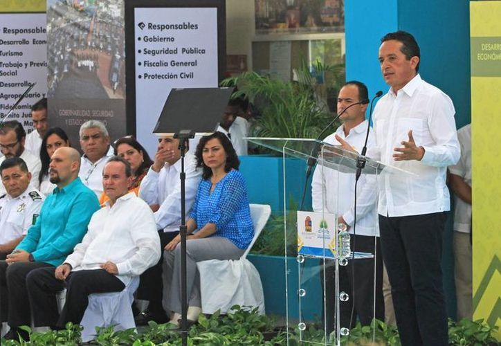 Presenta el gobernador el Plan Estatal de Desarrollo 2016-2022. (Jesús Tijerna/SIPSE)