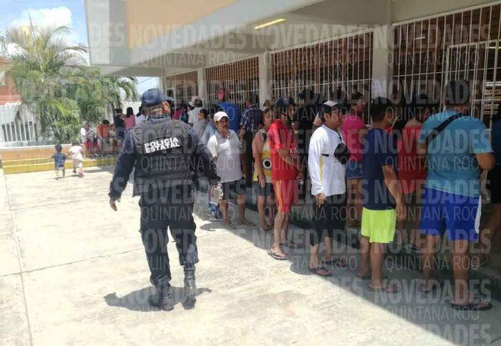 La policía realiza recorridos para constatar que todo macha con normalidad. (Miguel Maldonado/SIPSE)