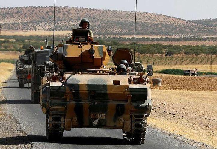 Turquía y la oposición siria buscan acabar con el grupo yihadista que permanece en el territorio de la ciudad de Raqqa.(Foto tomada de RT)