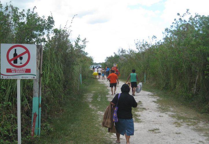 Los visitantes al balneario no cuentan con servicios saludables. (Javier Ortiz/SIPSE)