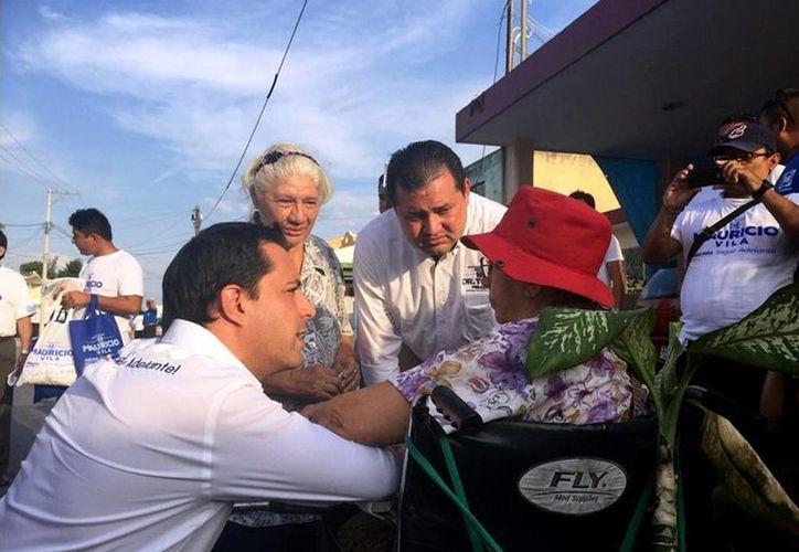 Acompañado del Alcalde, Mauricio Vila recorrió las instalaciones del Palacio Municipal. (Milenio Novedades)