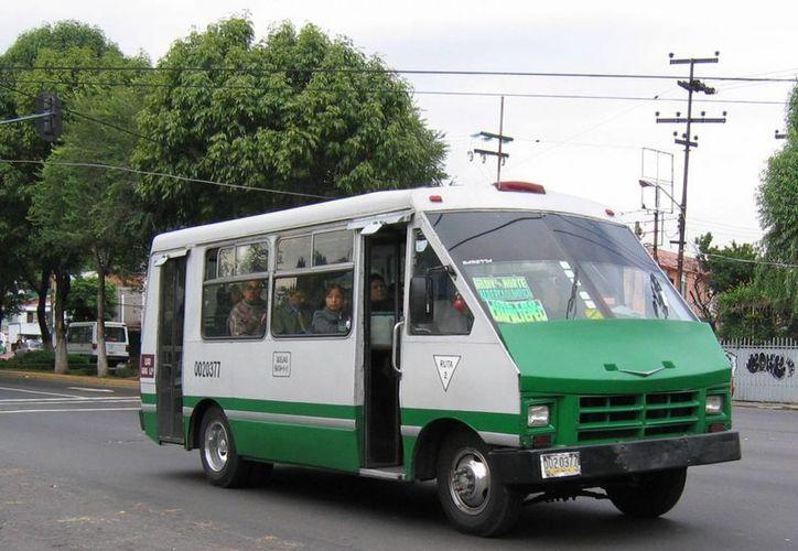 La salida de circulación de los microbuses en la Ciudad de México será paulatina, informó el Gobierno capitalino. (elsalvavidas.mx)