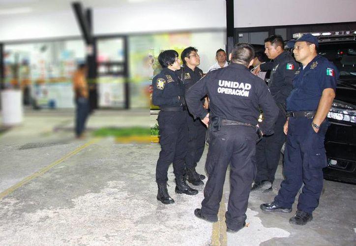La ola de asaltos en Yucatán, que inició la semana pasada, continuó ayer: ahora fue una farmacia en la colonia Xoclán, de Mérida. (Martín González/SIPSE)