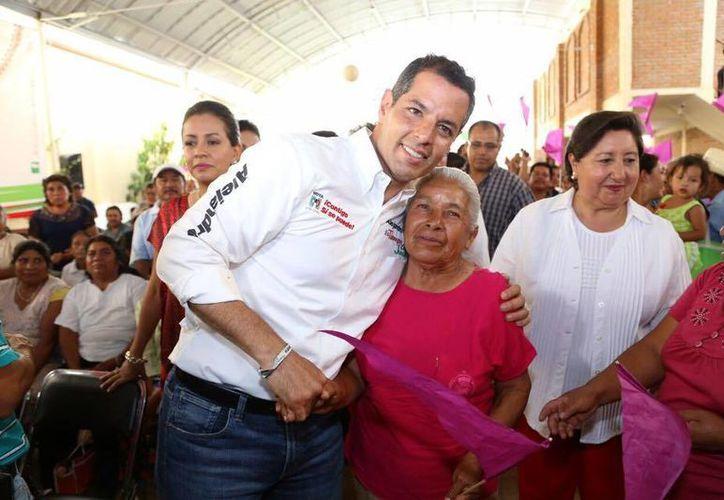 Alejandro Murat es candidato a gobernador por PRI-PVEM-Nueva Alianza.(facebook.com/AlejandroMuratHinojosa)