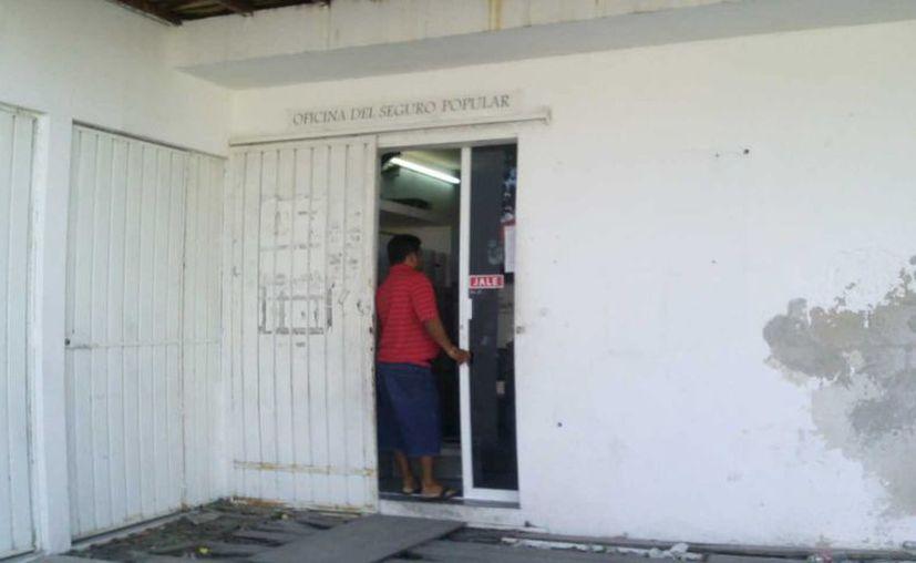 La farmacia se ubicada en un edificio frente a la sala de emergencia de la clínica del Sesa. (Marco Do Castella/SIPSE)
