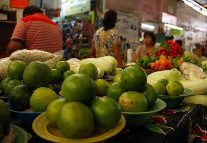 Se espera que en dos semanas a más tardar se haya regularizado el precio del limón. (Juan Albornoz/Milenio Novedades)