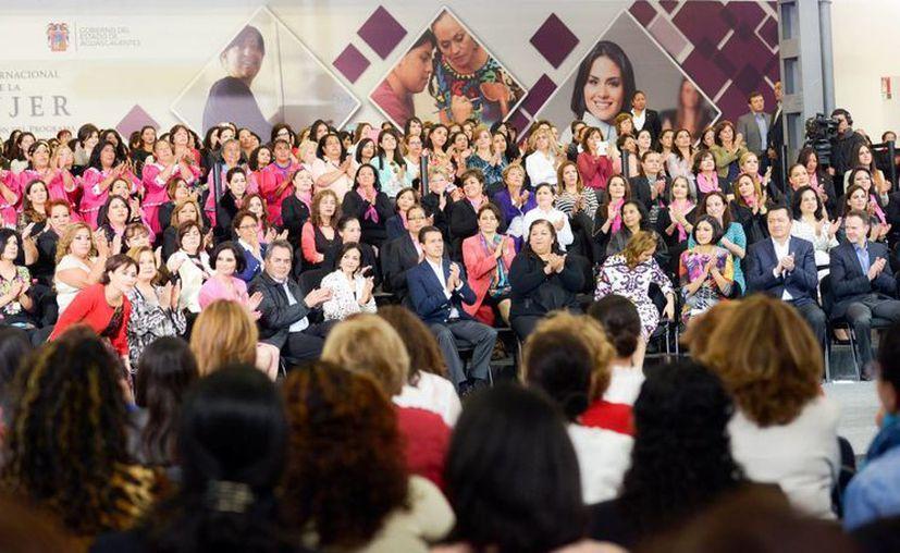 En Aguascalientes, el Presidente puso en marcha el Programa Mujeres Pyme. (Presidencia)